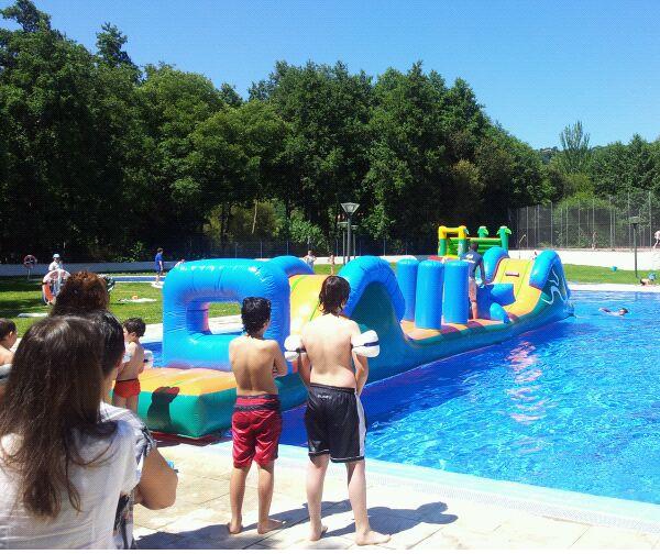 Hinchables en la piscina de celanova saudeter - Hinchables de agua para piscinas ...