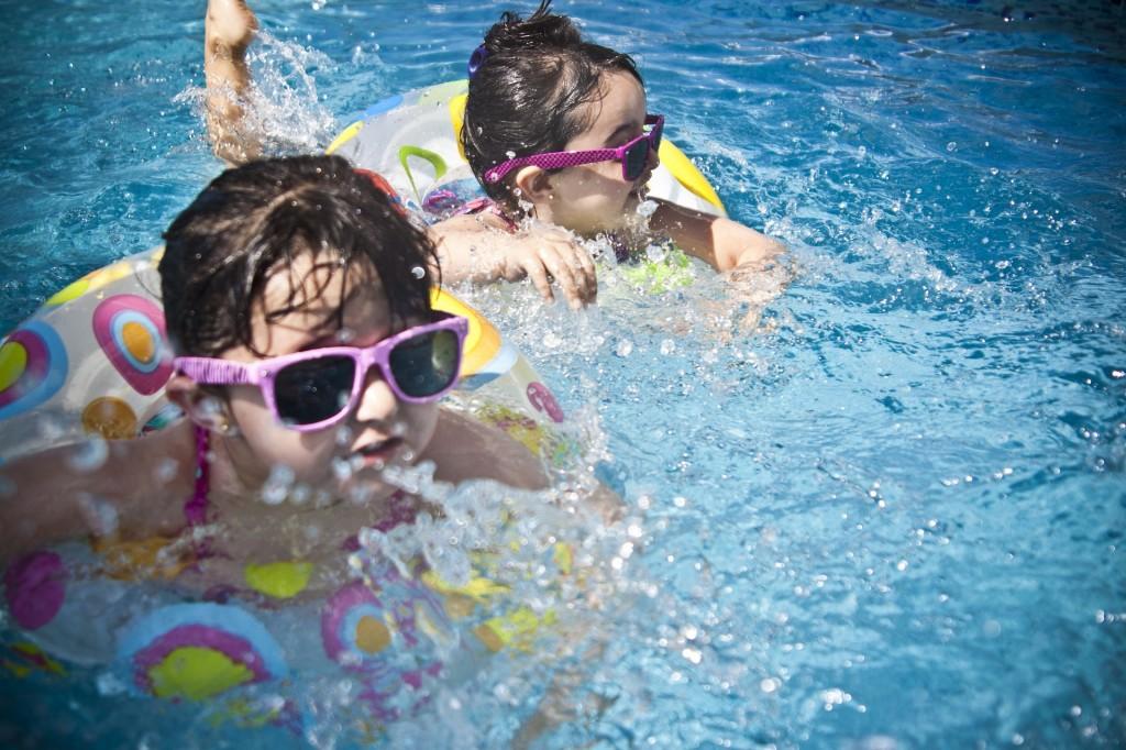 ninos-piscina4
